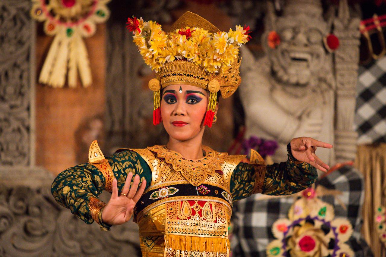 Post 16 Legong dance of Bali Img1